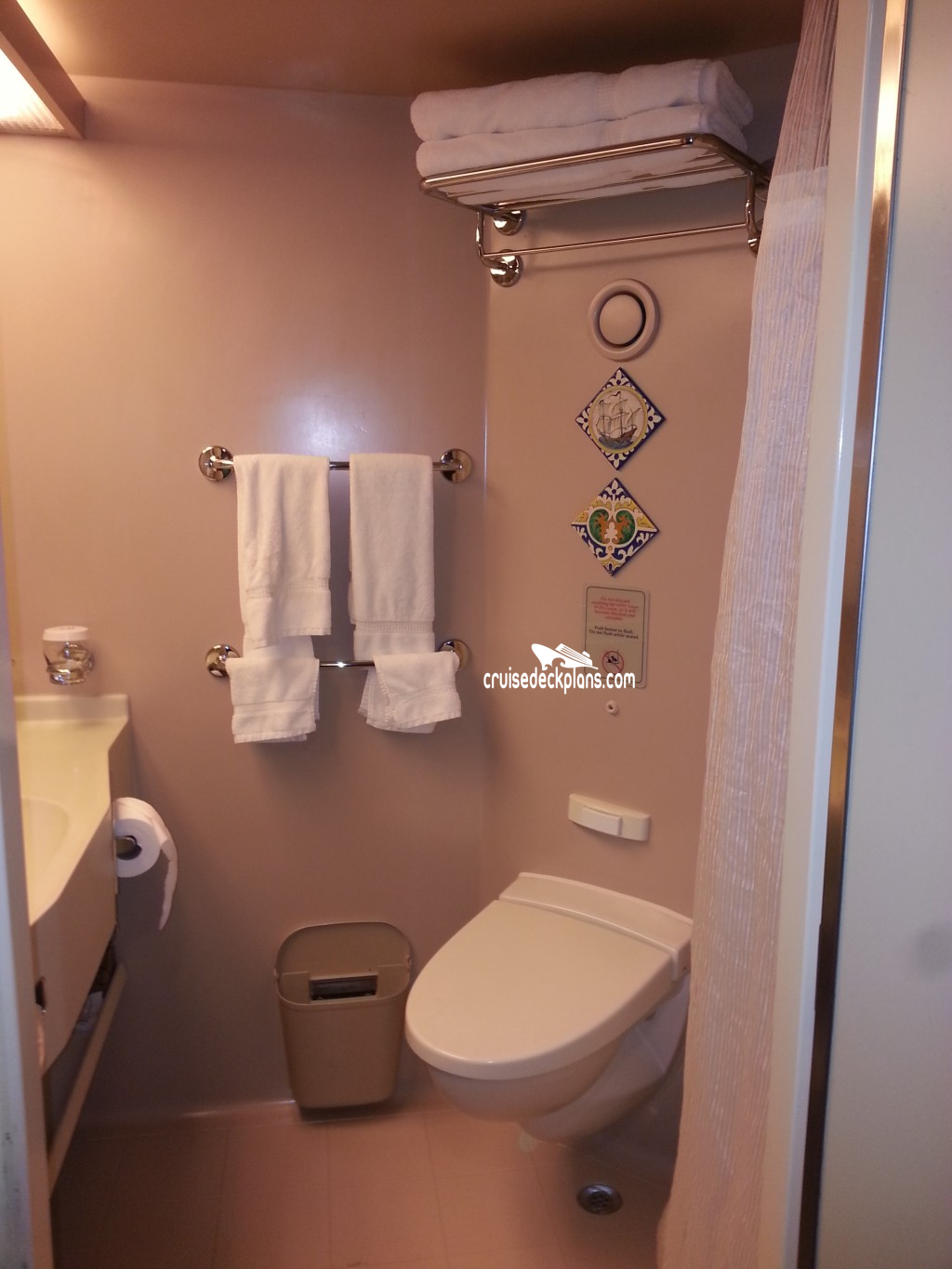 Cabin inside bathroom - Westerdam 6067