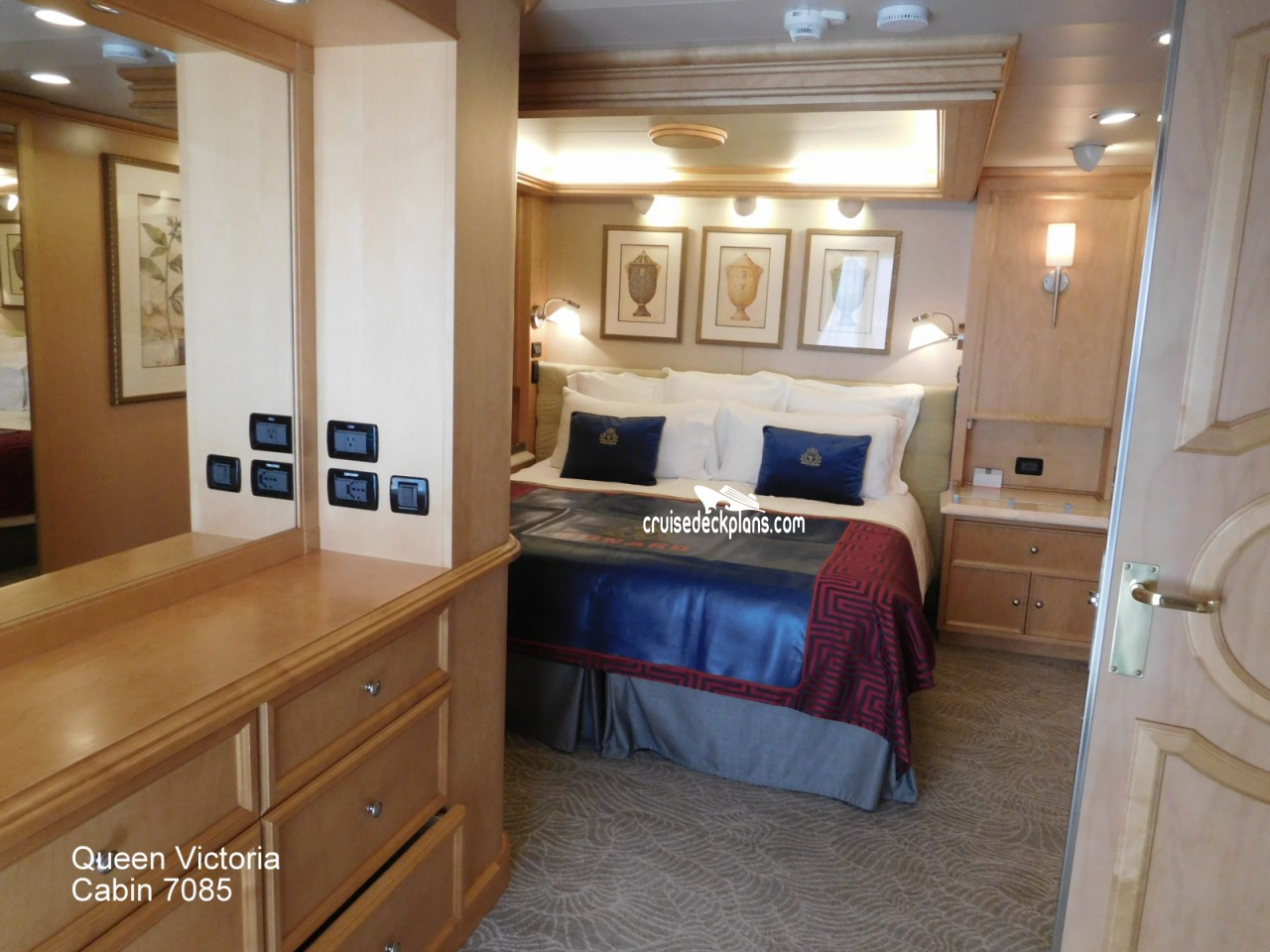 Click to zoom Master Suite Cabin Picture