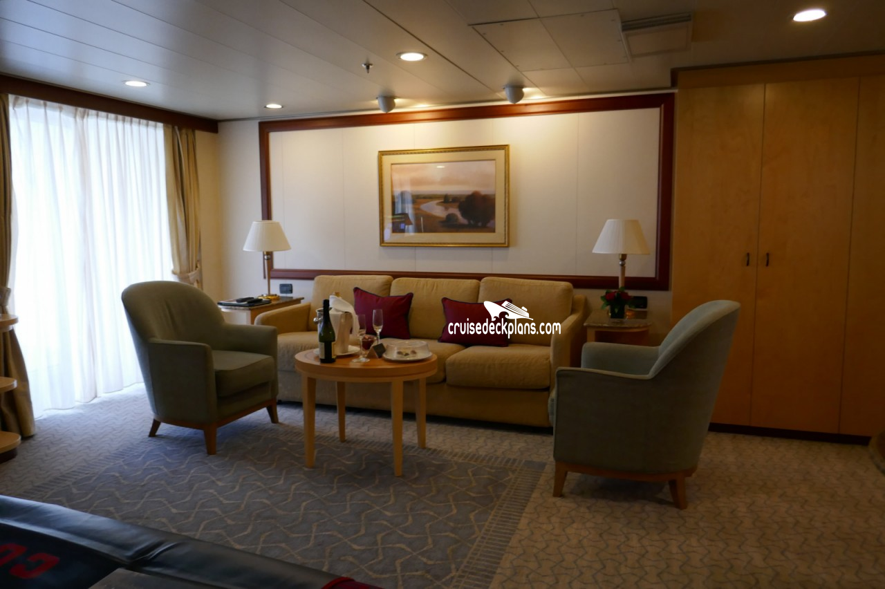 Click to zoom Queens Suite Cabin Picture