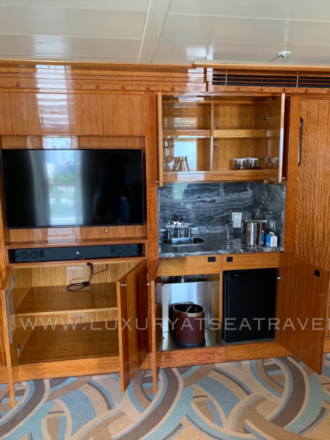Click to zoom One Bedroom Suite Cabin Picture