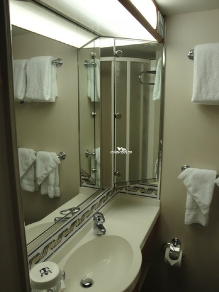 pictures of bathrooms royal caribbean radiance class oceanview 31428