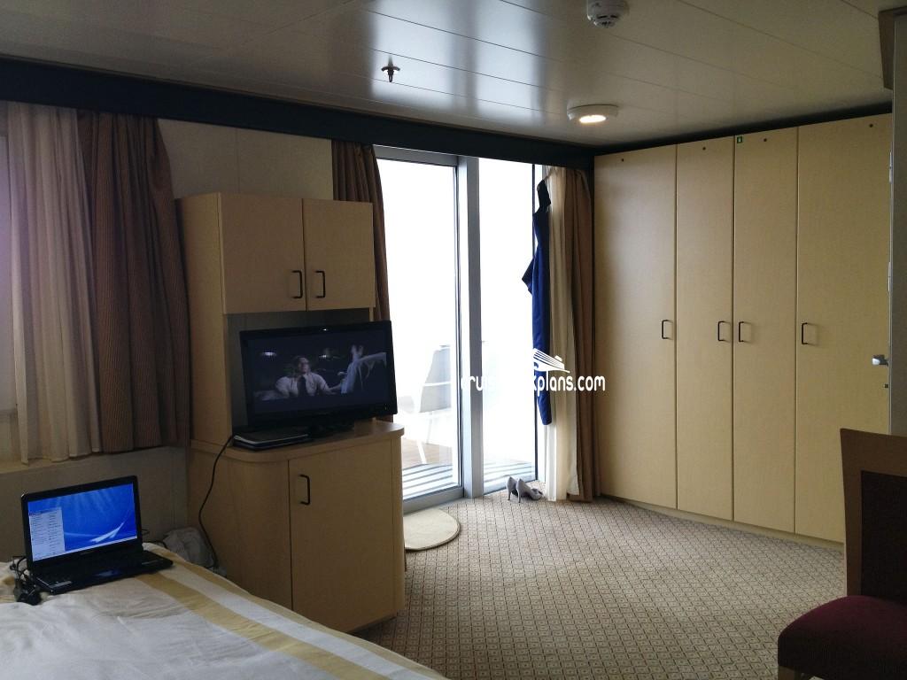 Queen elizabeth balcony details for Balcony stateroom