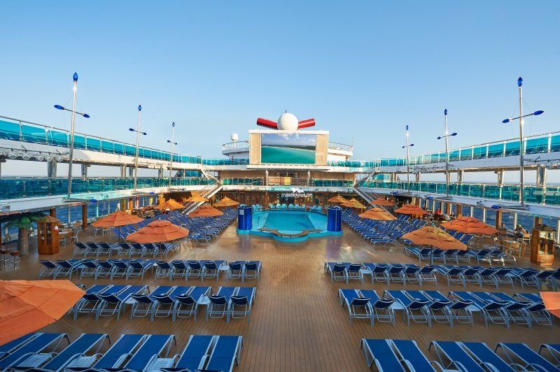 carnival dream waves pool pictures