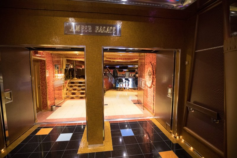 Carnival Glory Amber Palace Main Lounge Pictures